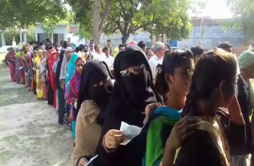 आजमगढ़ में दोपहर 3 बजे तक 45.20 जबकि लालगंज में 44.11 प्रतिशत वोटिंग