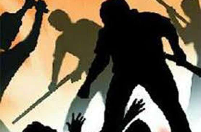 इस बात पर वरिष्ठ भाजपा नेता की पति-पत्नी ने डंडे से कर दी पिटाई, मामला पहुंचे थाने फिर...