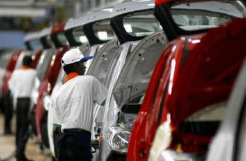 यात्री वाहनों की बिक्री में साढ़े सात साल की सबसे बड़ी गिरावट