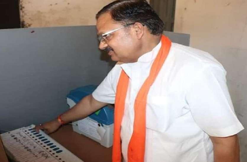 BJP Candidate Daddan mishra and his wife vote kamal