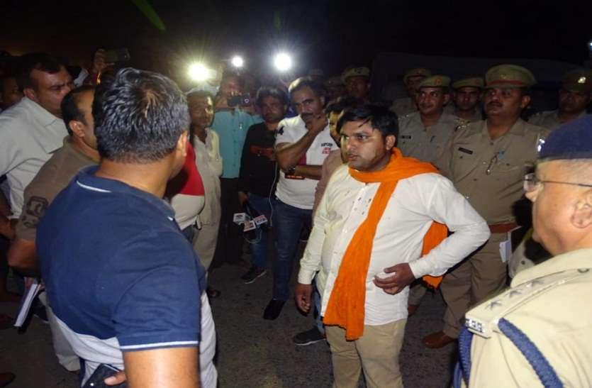 यूपी में बदमाश हुए बेलगाम, इस जिले में दिन दहाड़े व्यापारी से लाखों की लूट