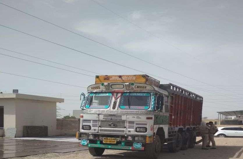 बिजली के तारों को छूने से ट्रक में बैठे चार लोग झुलसे