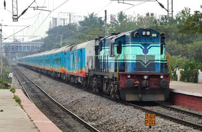 भोपाल से इंदौर आने में पौने 8 घंटे लेती है ये एक्सप्रेस ट्रेन, पैसेंजर पहुंच जाती है साढ़े 4 घंटे में