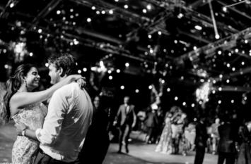 ईशा अंबानी की शादी से पहले की रोमांटिक तस्वीर हो रही वायरल, नजरें हटाना मुश्किल