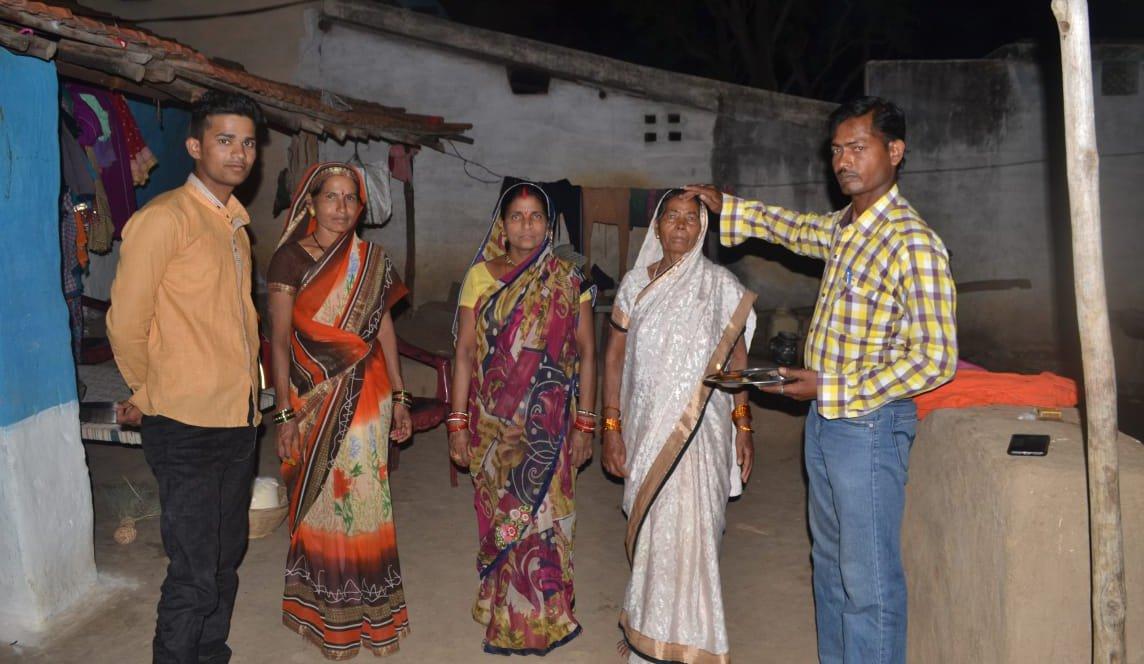 मातृ दिवस : मां से मिलने सरहद से पहुंचा जवान