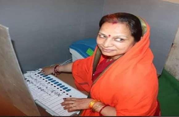 जानिए बीजेपी प्रत्याशी दद्दन मिश्रा और उनकी पत्नी ने किसे दिया वोट, फोटो सोशल मीडिया पर वायरल,  बना चर्चा का विषय