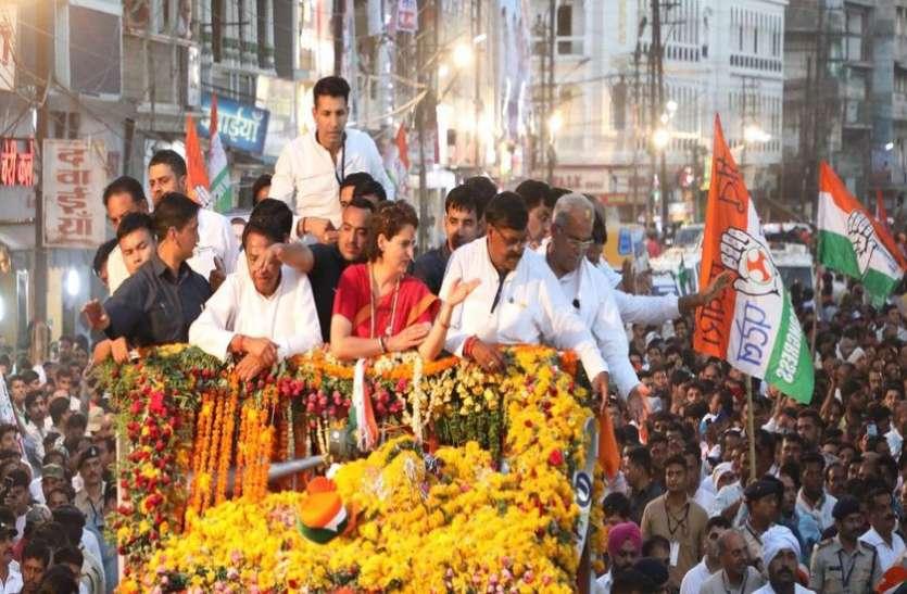 रोड शो के लिए मिनी ट्रक देखकर नाराज हुई प्रियंका, दादी इंदिरा गांधी की तरह बताते हुए लोगों ने किया याद