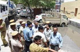 आक्रोशित लोगों ने जताया विरोध, लगाया सड़क पर जाम