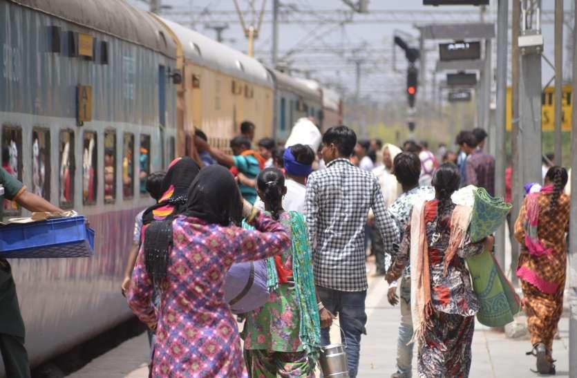 गर्मी की छुट्टियां... ट्रेनों में यात्रियों की भीड़, कुछ को ही मिल पा रही जगह