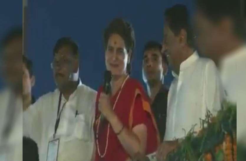 VIDEO: प्रियंका गांधी ने कहा- पीएम मोदी सबसे बड़े रक्षा विशेषज्ञ, सुनते ही हंसने लगे सीएम कमलनाथ