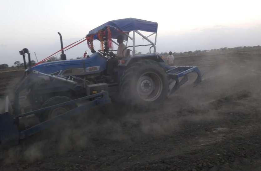 शादी-ब्याह के बाद खेती किसानी की तैयारी में जुटे किसान