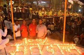 बनारस में मतदान प्रतिशत बढ़ाने के लिए गंगा आरती में दिलाई गई शपथ