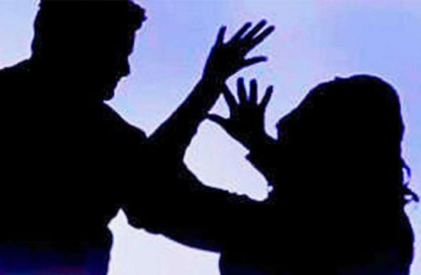 घर में घुसकर महिला से छेड़छाड़, विरोध किया तो चोटी पकडक़र दीवार पर दे मारा सिर