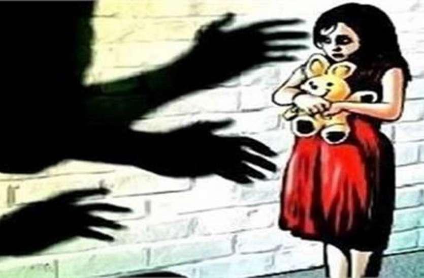बलात्कारी पिता के आत्महत्या के बाद वापस घर लौटी पुत्री व मां