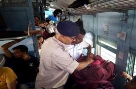 इस रूट पर अगर करते हैं बिना टिकट के यात्रा तो हो जाएं सावधान, ट्रेन के अंदर चेकिंग के दौरान मचा हड़कंप
