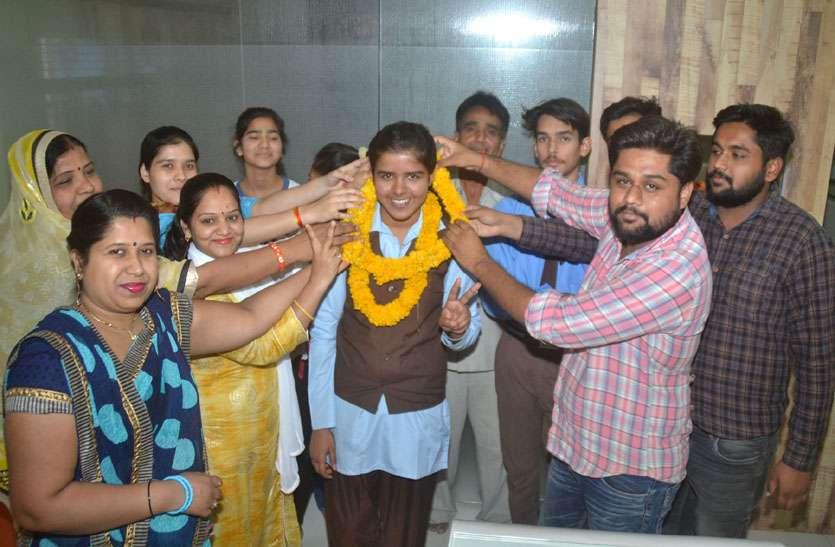 10वी में 2961 और 12वी में 2759 छात्र-छात्राओं की फस्र्ट डिवीजन, प्रदेश की मेरिट में छह छात्राएं व तीन छात्र