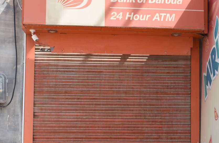 पुलिस लाइन चौराहे पर एटीएम में तोडफ़ोड़, नकदी सुरक्षित