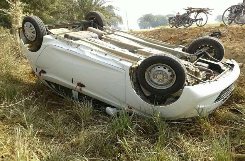 तेज रफ्तार कार का टायर फटने से हुआ ऐसा हादसा की गाड़ी के उड़ गए परखच्चे, दो घायल