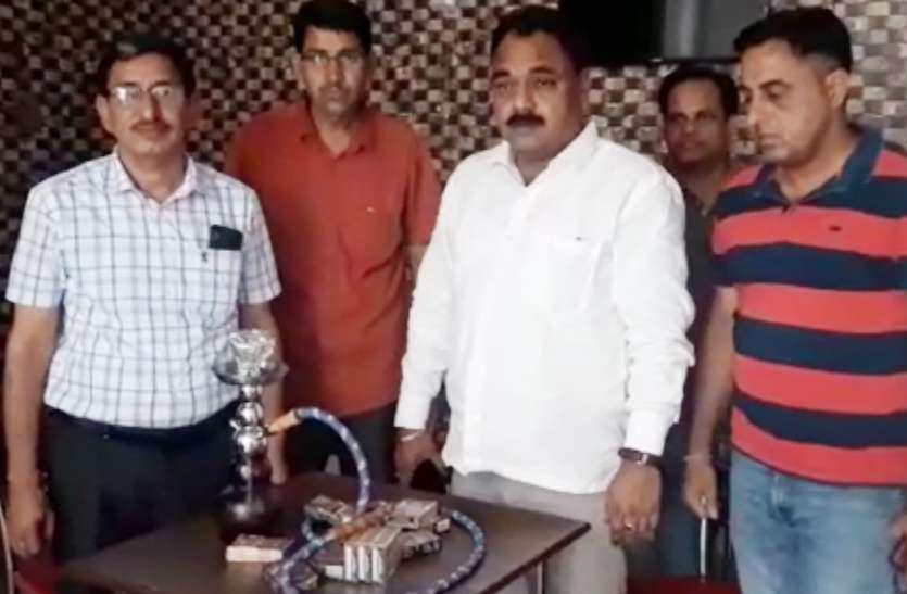 VIDEO: राजस्थान में यहां रेस्टोरेंट पर कार्रवाई, कोचिंग के छात्र करते मिले ऐसा काम