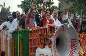 पीएम मोदी के गढ़ में प्रियंका गांधी का शक्ति प्रदर्शन, रोड शो में उमड़ी लोगों की भीड़