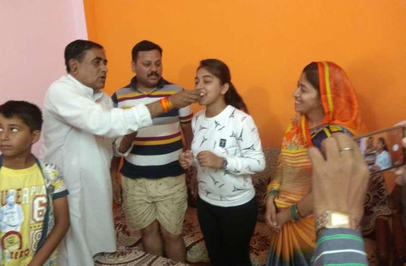 एमपी बोर्ड परीक्षा में रीवा की लॉडो का कमाल, प्रदेश की टॉप-10 में शामिल अनीशा बनना चाहती हैं आइएएस अफसर