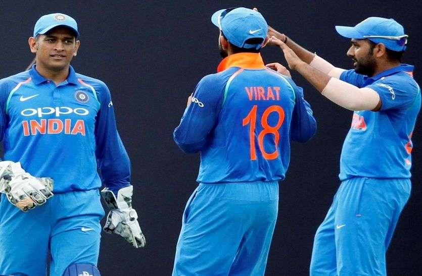 विराट कोहली ने कहा- विश्व कप में महेंद्र सिंह धोनी और रोहित शर्मा की भूमिका लीडर की होगी
