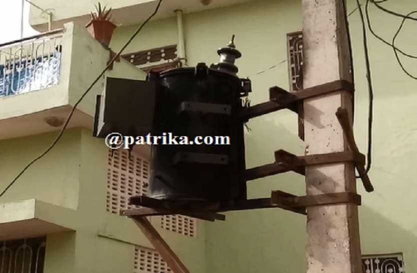 VIDEO : नमाज पढ़ कर घरों को लौटे ही मोहल्ले में चीख पुकार मच गई, आधा दर्जन लोग आये करंट की चपेट में