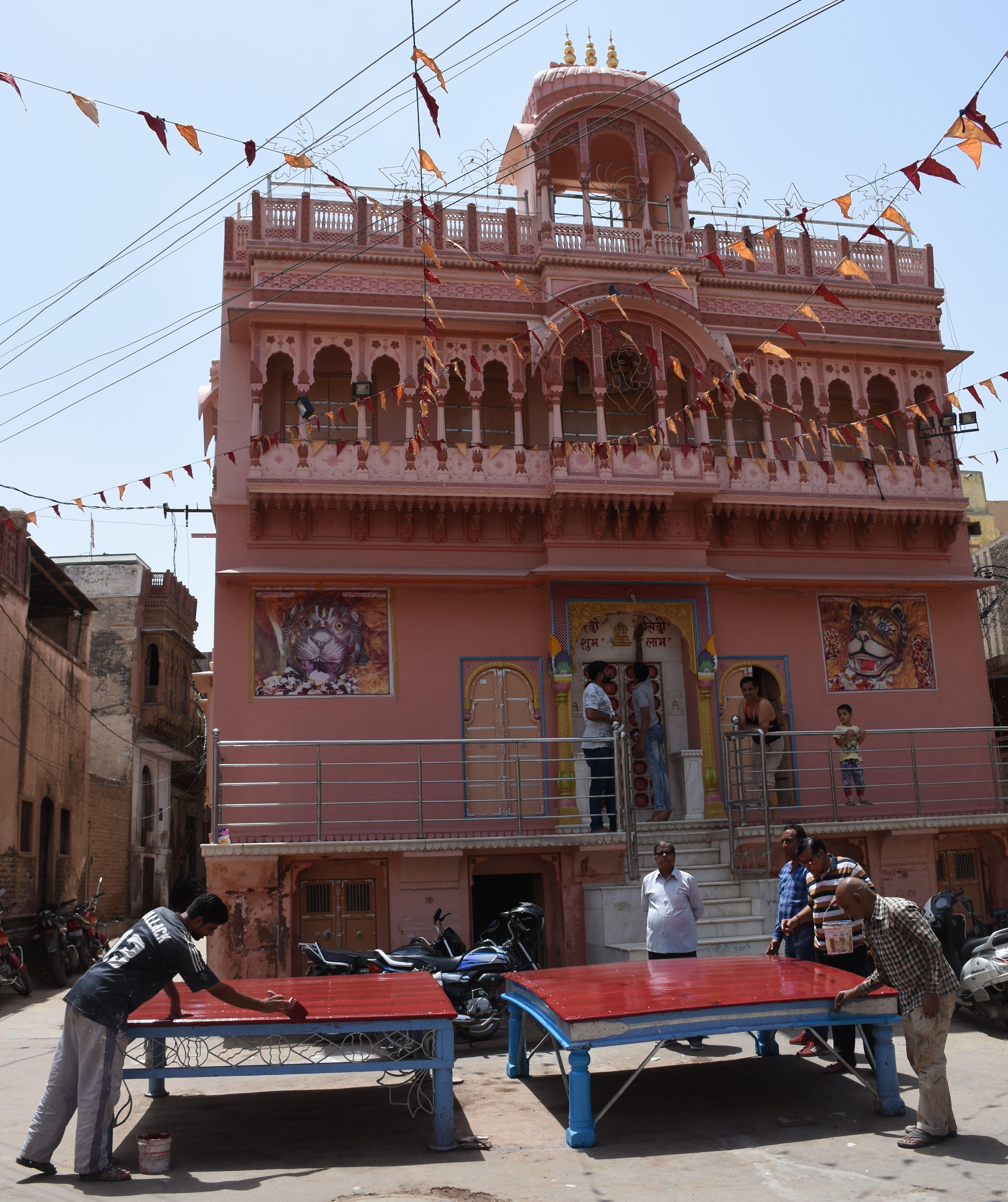 मंदिर व मोहल्ले सजे, नृसिंह महोत्सव आज