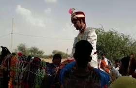 पुलिस बल के साथ निकली दलित दूल्हे की निकासी