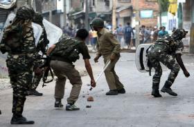 जम्मू-कश्मीर: बारामूला हिंसा में घायल युवक की मौत, घाटी में कर्फ्यू जैसे हालात