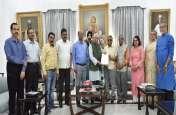 नेशनल एसोसिएशन फॉर द ब्लाइंड इंडिया' ब्रेल लिपिमें प्रकाशित करेगा राज्यपाल की पुस्तक 'चरैवेति!चरैवेति'