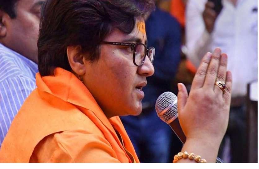 Controversy: नाथूराम गोडसे को देशभक्त बताकर फंस गईं साध्वी, भाजपा की भी बढ़ा दीं मुश्किलें