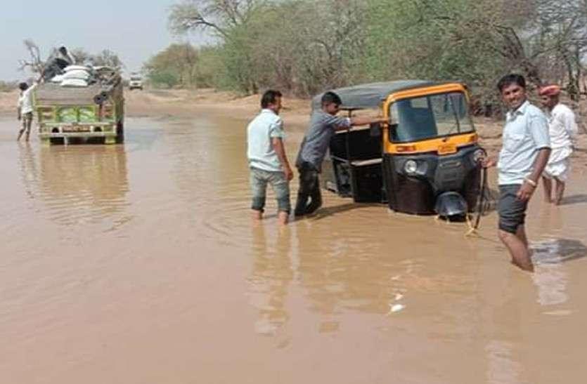 राजस्थान में फिर बदला मौसम, अंधड़-ओलो का कहर, मकान-खंभे धराशायी