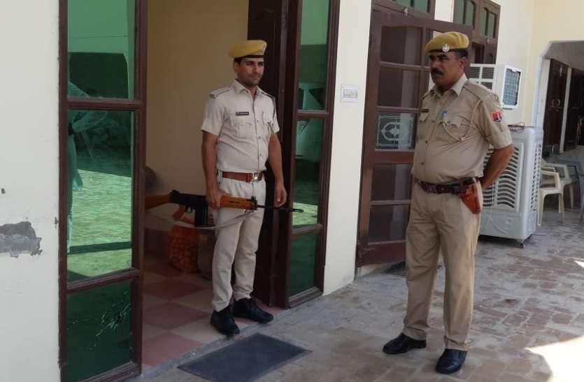ढाणी में हथियारबद्ध पुलिसकर्मी तैनात, हमलावरों का नहीं सुराग, चार दल कर रहे जांच