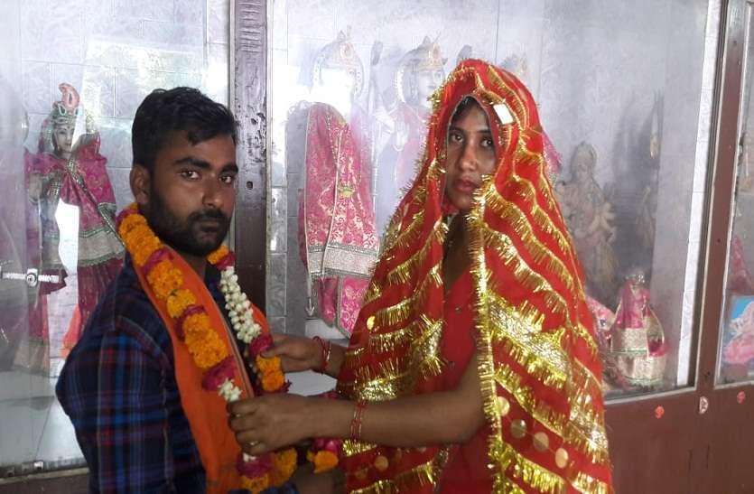 PHOTOS: तलाक पीड़ित रेशमा ने मंदिर में किया विवाह