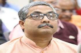 साध्वी के बाद बीजेपी के इस नेता के बिगड़े बोल, कहा- महात्मा गांधी पाकिस्तान के राष्ट्रपिता थे