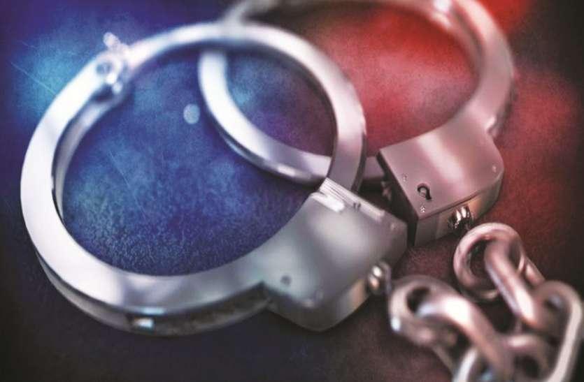 हत्या करने के आरोप में दो आरोपियों को गिरफ्तार किया गया