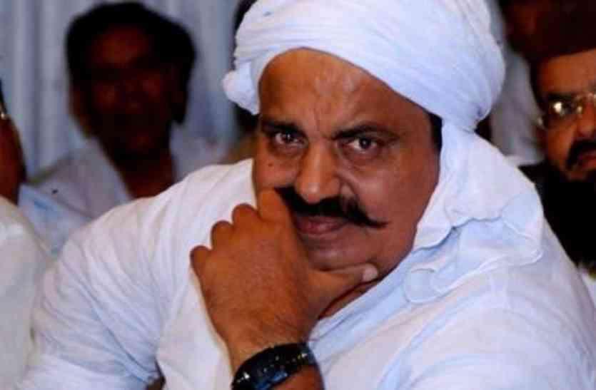 चुनावी मैदान से हटने के बाद भी बाहुबली अतीक अहमद को मिलेंगे वोट