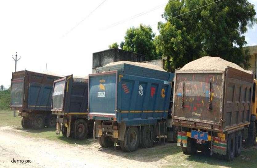 अवैध बजरी ले जाते दो ट्रैक्टर-ट्रॉली जब्त, दो चालकों को किया गिरफ्तार