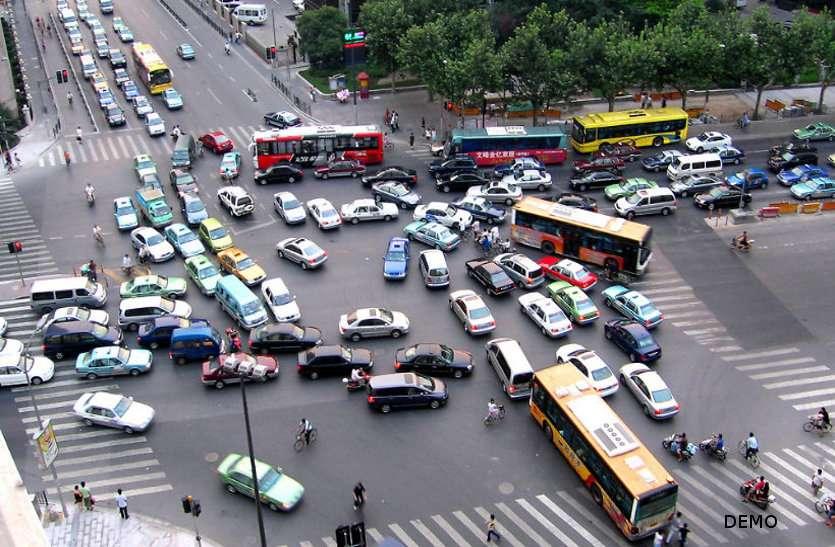 शहर में तीन घंटे नो ट्रैफिक नियम, ड्यूटी में तैनात ट्रैफिक जवानों की हो रही हालात खराब