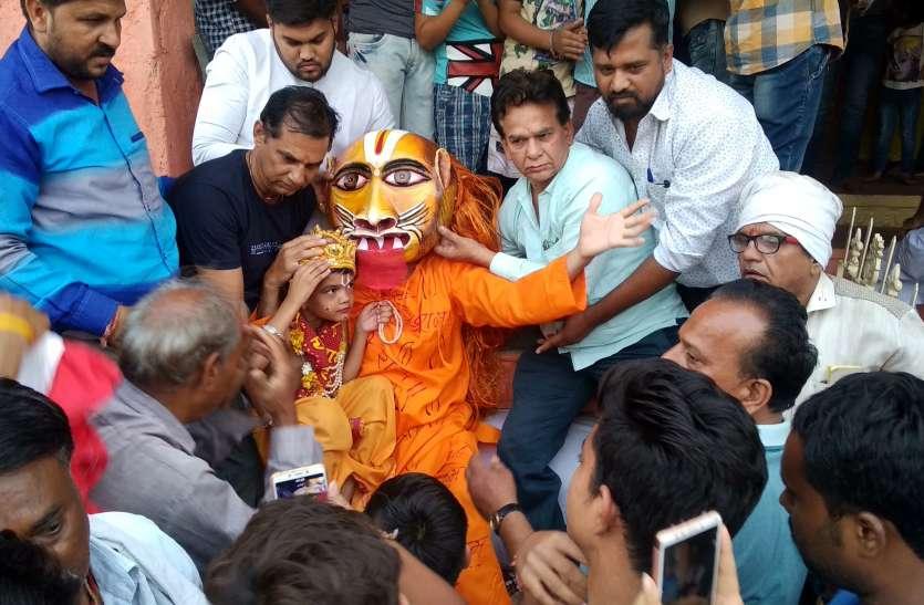 VIDEO भगवान नृसिंह का प्राकट्य दिवस में भजनों पर जमकर थिरके श्रद्धालु