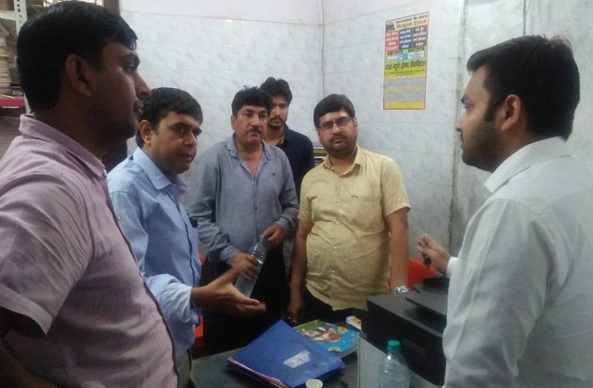 Bharatpur News : इस अस्पताल में मरीजों से पहले ही करा लेते हैं संतुष्टि प्रमाण पत्र पर हस्ताक्षर