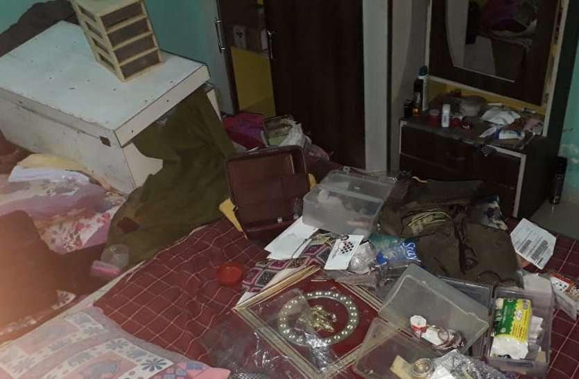 शिक्षक सोमनाथ गए थे सूने मकान से 6 लाख के जेवर चोरी