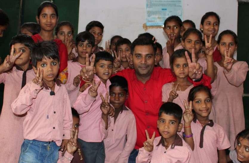 प्राइमरी स्कूल में लगी योगा क्लास,बच्चों को दिए गए टिप्स