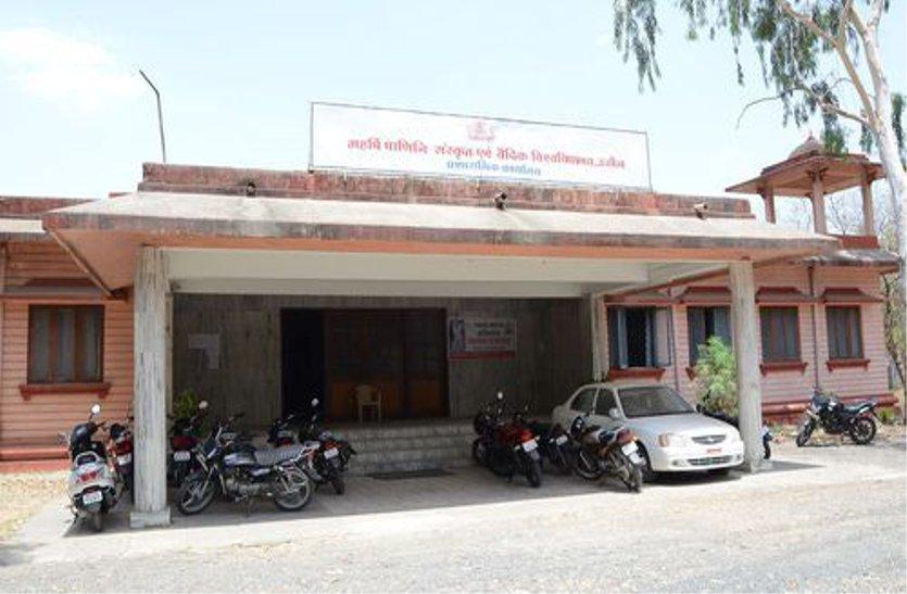 पाणिनी विवि की नियुक्तियों पर शासन की जांच का साया