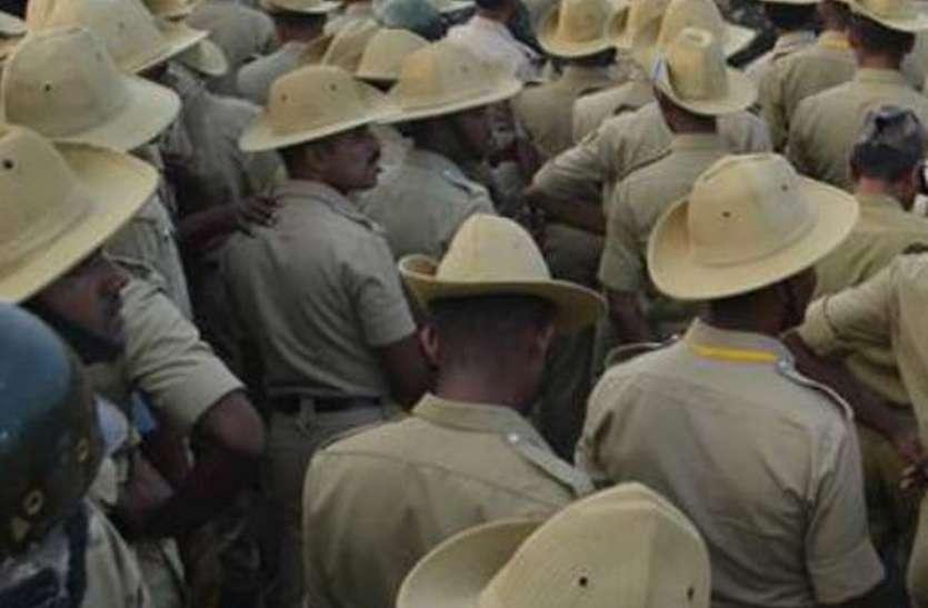 कर्नाटक की हैट सजेगी उत्तर प्रदेश पुलिस के सिर!