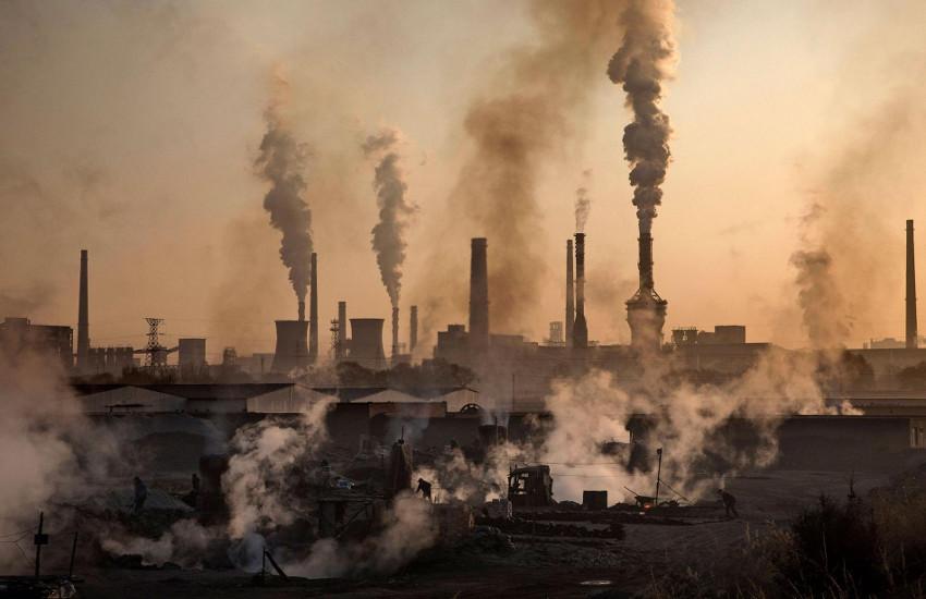 कागजों में चल रहा है पर्यावरण संरक्षण, जहर उगल रहे उद्योग