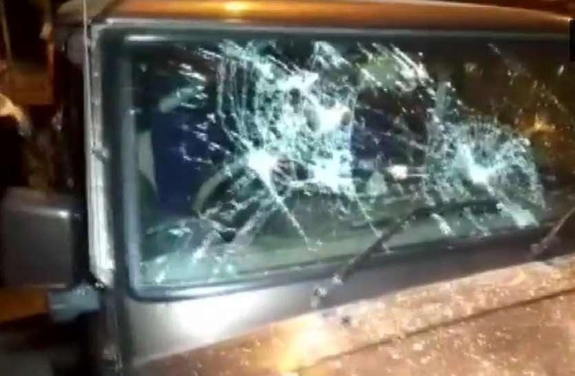 बंगाल: भाजपा प्रत्याशी शमिक और मुकुल की गाड़ी पर हमला