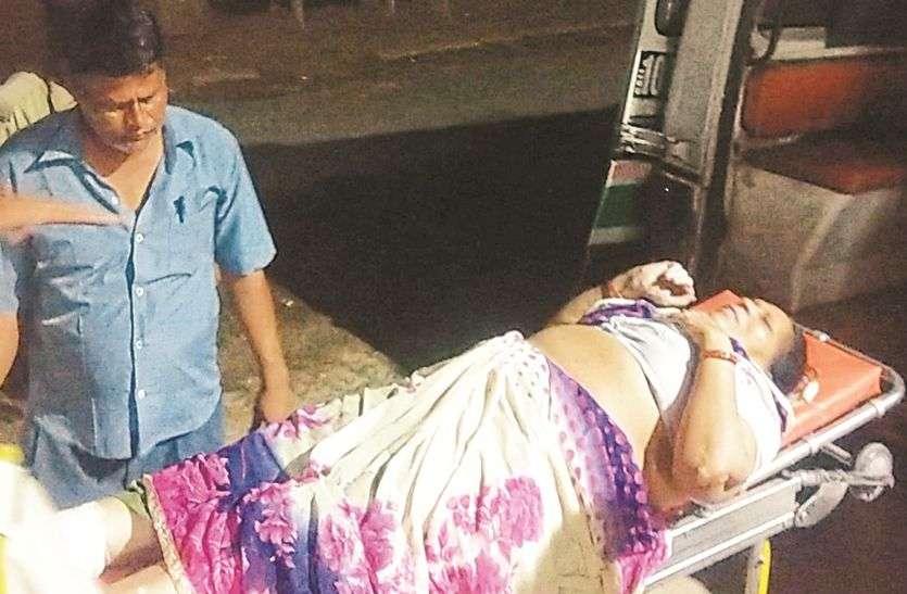 मालगाड़ी की चपेट से महिला घायल