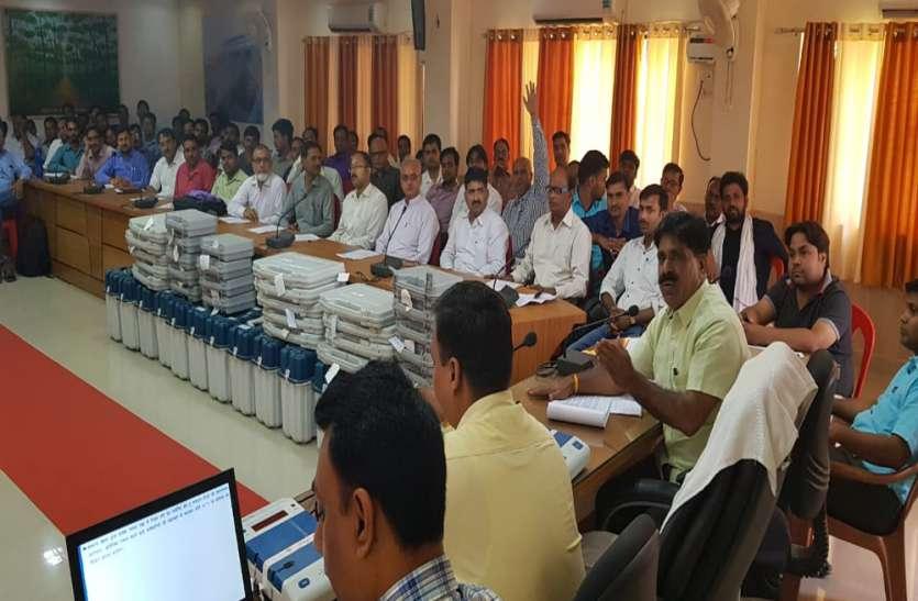 लोकसभा चुनाव की मतगणना की तैयारियां जोरों पर, प्रशिक्षित किये जा रहे कर्मचारी